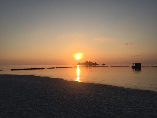 Vakarufalhi Island Resort : sunrise