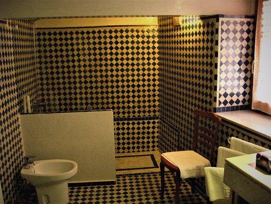 Riad Dar Cordoba: Baño de la habitacion Zarka