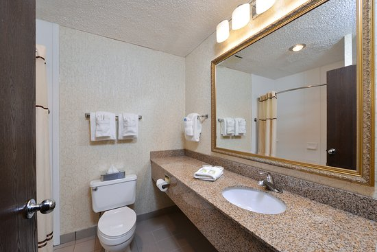 BEST WESTERN Westminster Catering & Conference Center: Clean and well appointed bathrooms.