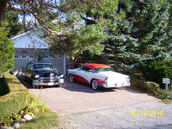 Brighton, Canada: Parking at the property