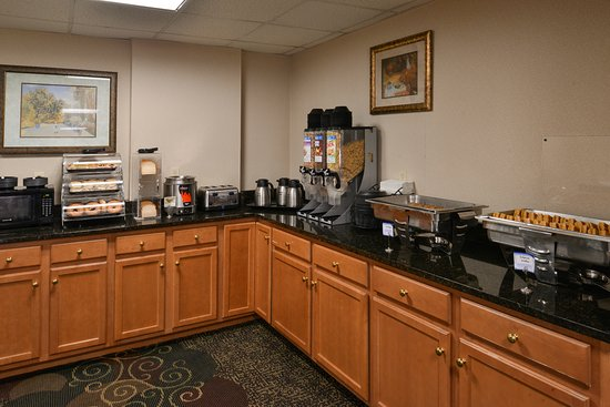 BEST WESTERN Westminster Catering & Conference Center: Complimentary Hot Breakfast Buffet