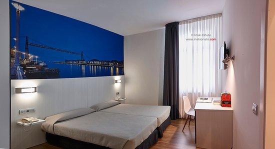Derio, España: Habitación doble con 2 camas de 1.05. Contempla el Puente Colgante de Bizkaia.