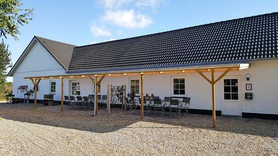 2 lejligheder med ovedækket terrasse. - Picture of Langelund ...