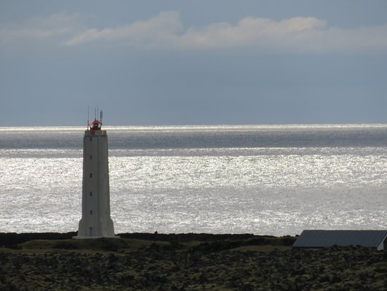 Hellissandur, Islandia: Malariff lighthouse near Londrgangar cliffs