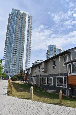 HI-Calgary City Centre: Exterior