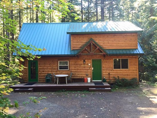 Rhododendron, OR: Mt Hood Log Chalet has hot tub & fireplace