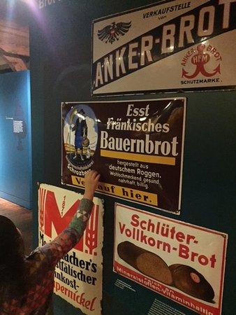 Museum der Brotkultur: ポスターや看板もたくさん展示されていました