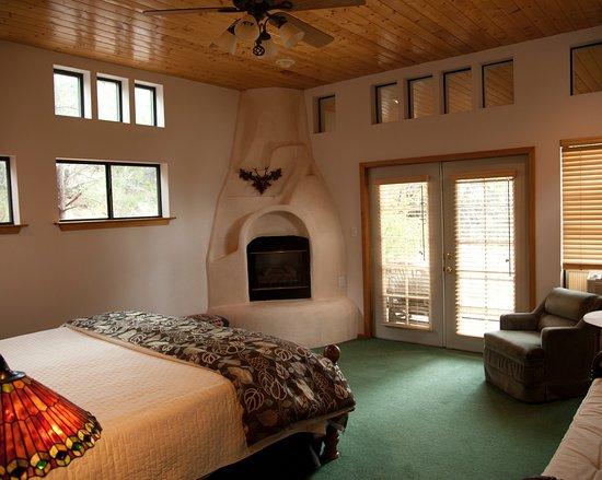 Cedar Crest, Nuevo Mexico: Sunrise room at Elaine's B&B