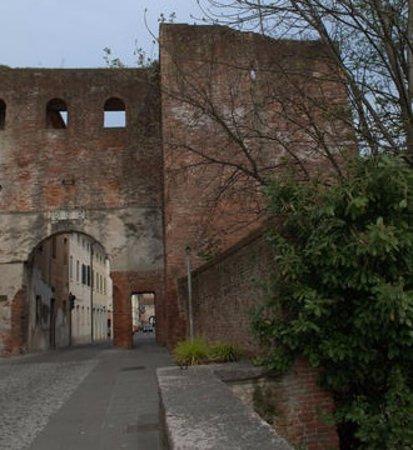 Castelfranco Veneto, Italy: porta