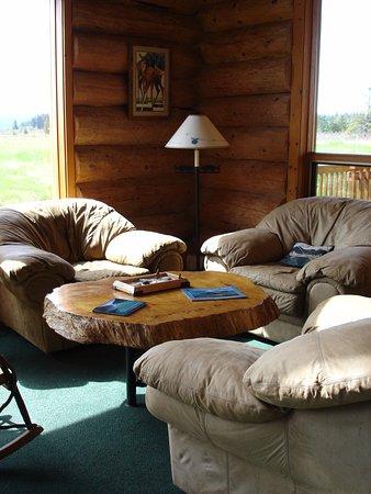 Glacier Bay's Bear Track Inn: Lobby 