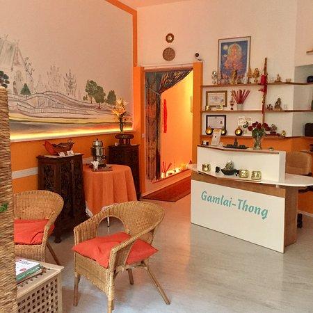 Gamlai - Thong Traditionelle Therapeutische Thailändische Massagen
