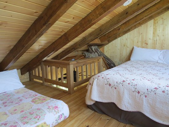 Elizabethtown, IL: White Oak treehouse loft