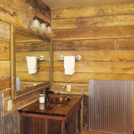 Elizabethtown, IL: Master bath at Pine Ridge