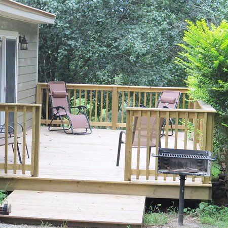 Elizabethtown, IL: Sun Deck at Pine Ridge