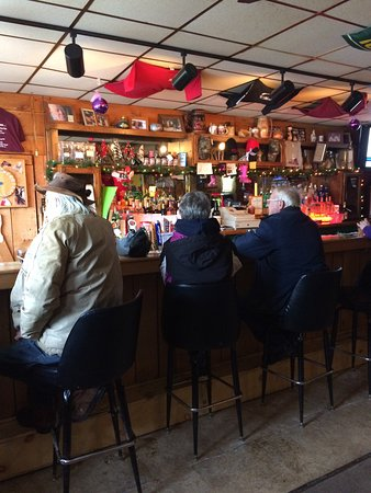 Woodruff, WI: Great local bar with $2 burgers on Tuesday's and cheap drinks.