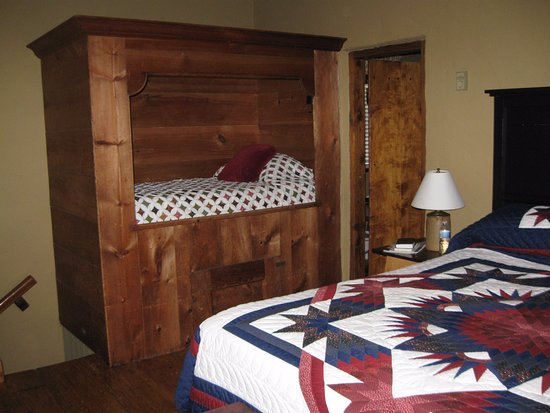 Historic Smithton Inn: Tailor's CottageMasterSuite