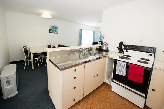 Golden Bay Motel: 2 bedroom kitchen