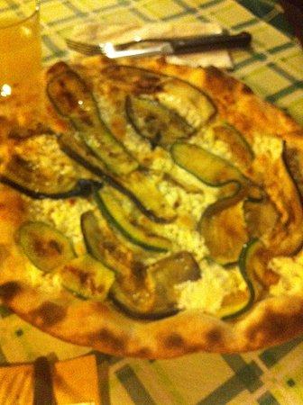 Montefiore Conca, Italie : vegetariana con stracchino