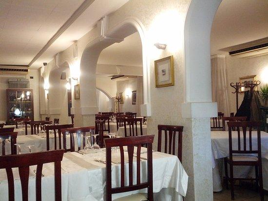Fiumefreddo di Sicilia, إيطاليا: la sala del ristorante