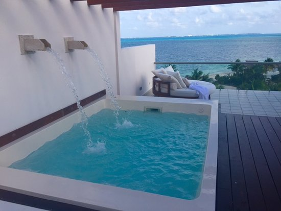 Excellence Playa Mujeres: Rooftop pool!!