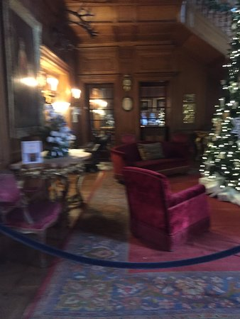 Staatsburg, NY: sitting area in main entrance area