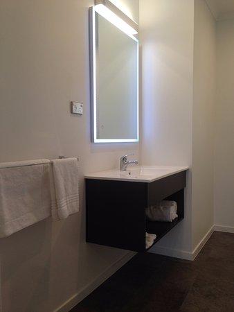 Paroa Hotel: Bathroom