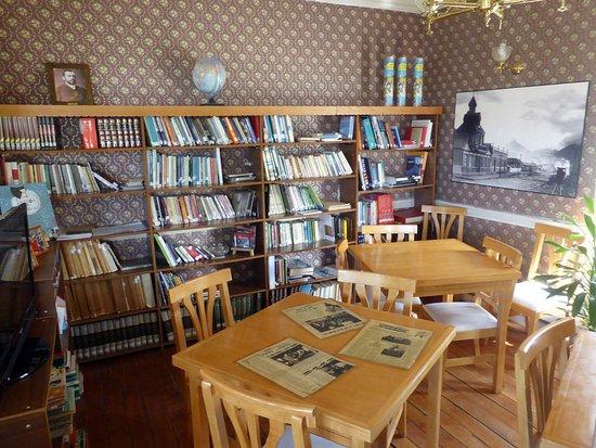 Ushuaia, Argentina: BIBLIOTECA en CASA BEBAN