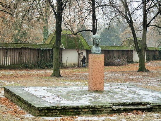 Gyula, Hungary:  Bartók Béla mellszobra