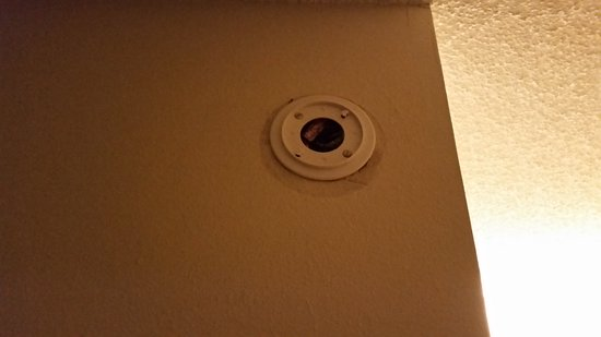 Dumfries, VA: Wired smoke detector disconnected and found on the floor
