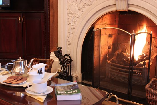 Roxford Lodge Hotel: Relax in our lounge, which has a real fire during the winter months.