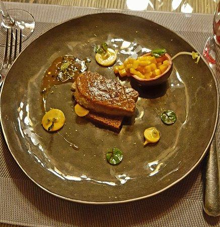Servoz, Francia: Un décor authentique et raffiné, et une assiette toute en saveurs....