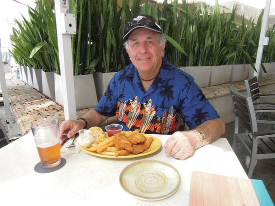 the beach bar christmas day fish n chips at moana surfrider