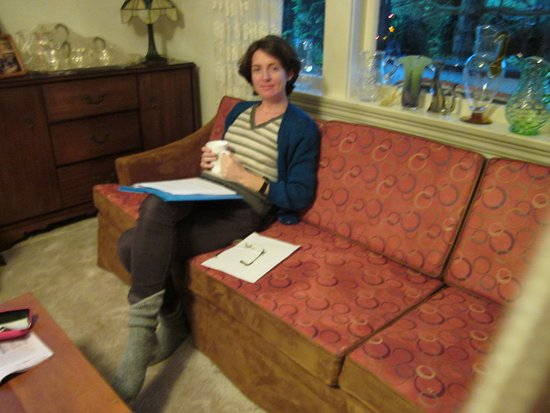 Jacquie Gordon's Bed & Breakfast : Relax with Tea in the Sitting Room