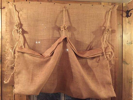 Idée déco, il s'agit des rideaux du bistro... sympa,non? - Picture ...