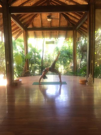 Perfect Sunset School: Yoga in the amazing yoga studio