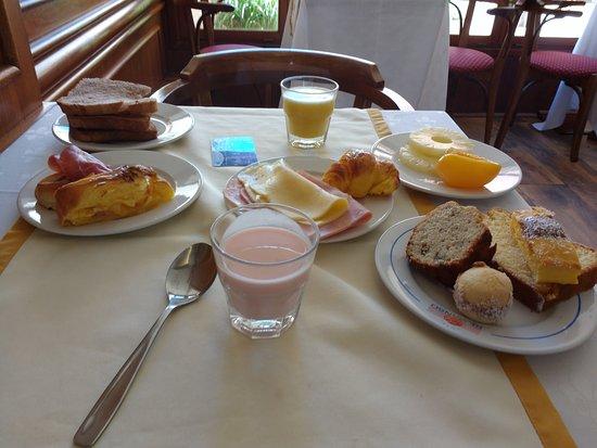 هوتل ريمانسو: Desayuno