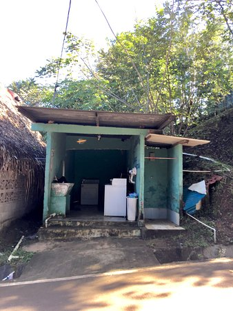 The Lovers Falls: Public laundry in Santa Catalina