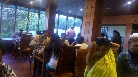 Elysium Garden Hill Resorts: Dining