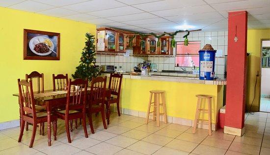 Casa Ariki : Dining room with free water & coffee.