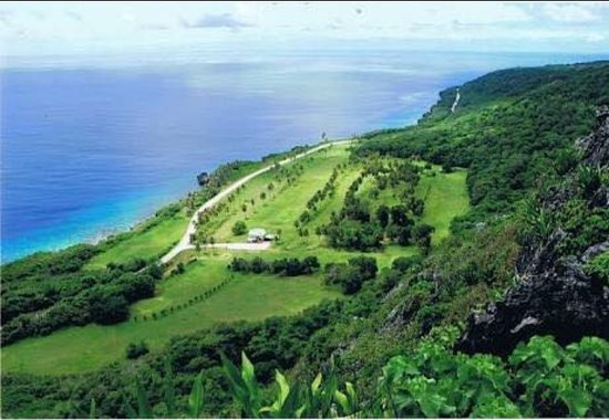 Isla de Navidad, Australia: The Christmas Island Golf Club offers a unique 9 hole course nestled between the cliffs and the