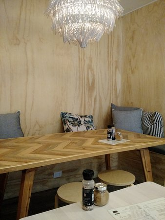 Sunrise Beach, ออสเตรเลีย: Comfortable beachside cafe