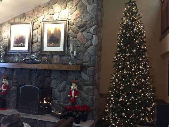 AmericInn Traverse City: We loved the festive, comfortable lobby!