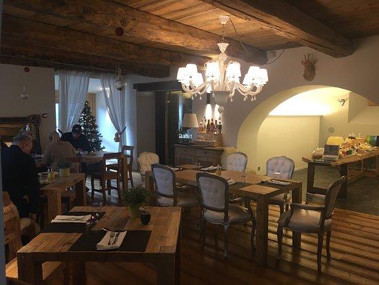 Madulain, Schweiz: Restaurant Chesa Stuva Colani