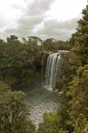 Kerikeri, Nueva Zelanda: Rainbow falls during the rainy day