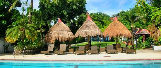 Tonglen Beach Resort: Pool Side Cabanas