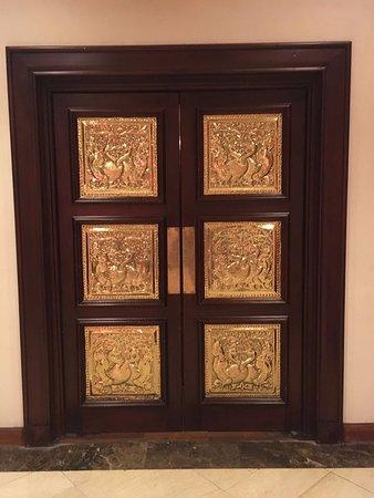A Traditional Front Door Picture Of Earls Regency Tennekumbura