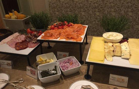 Seasons Restaurant : Amazing spread