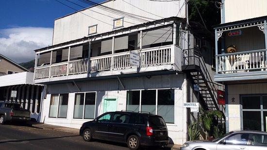 Northshore Hostel Maui: Hostel-building