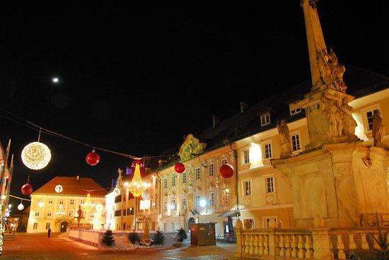 St. Veit an der Glan, النمسا: Il palazzo e la piazza