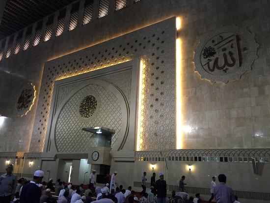Mosquée d'Istiqlal : Foto bagian dalam